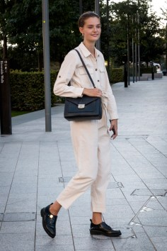 lfw-streetstyle-by-poli-alexeeva-the-impression-063