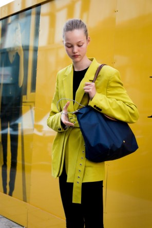 lfw-streetstyle-by-poli-alexeeva-the-impression-068