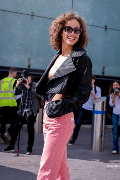 lfw-streetstyle-by-poli-alexeeva-the-impression-074