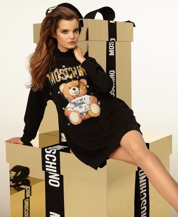 moschino-holiday-2018-ad-campaign-the-impression-01
