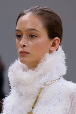 Allude-spring-2016-runway-beauty-fashion-show-the-impression-01