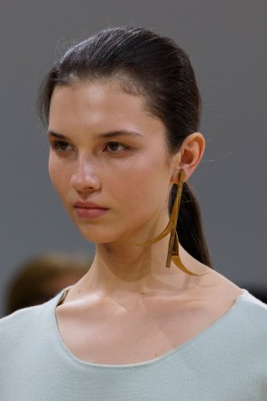 Allude-spring-2016-runway-beauty-fashion-show-the-impression-06