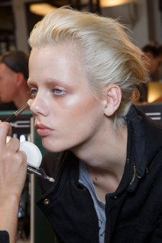 Ann-Demeulemeester-spring-2016-beauty-fashion-show-the-impression-08