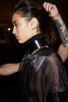 Ann-Demeulemeester-spring-2016-beauty-fashion-show-the-impression-26