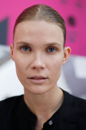 Anrealage-spring-2016-beauty-fashion-show-the-impression-29