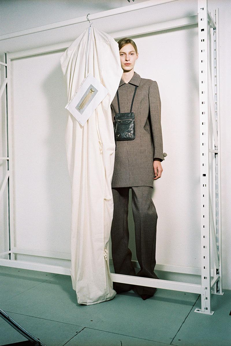 Balenciaga-pre-fall-2016-fashion-show-the-impression-13