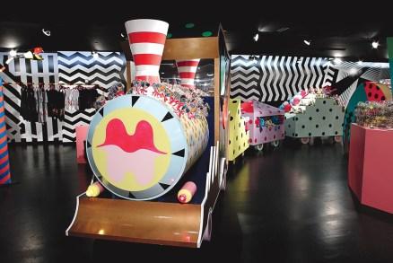 Barneys-New-York-Gaga-Workshop-holiday-2011-the-impression006
