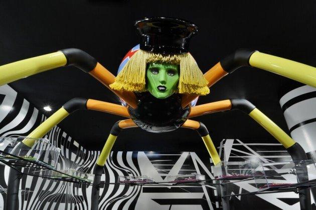 Barneys-New-York-Gaga-Workshop-holiday-2011-the-impression015