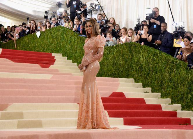 Beyoncé-in-Givenchy-2