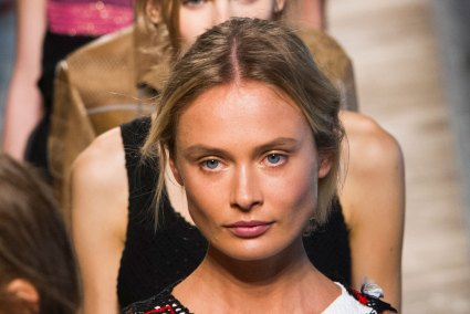 Bottega-Veneta-runway-beauty-spring-2016-close-up-fashion-show-the-impression-030