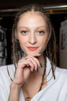 Desigual-beauty-backstage-spring-2016-fashion-show-the-impression-08
