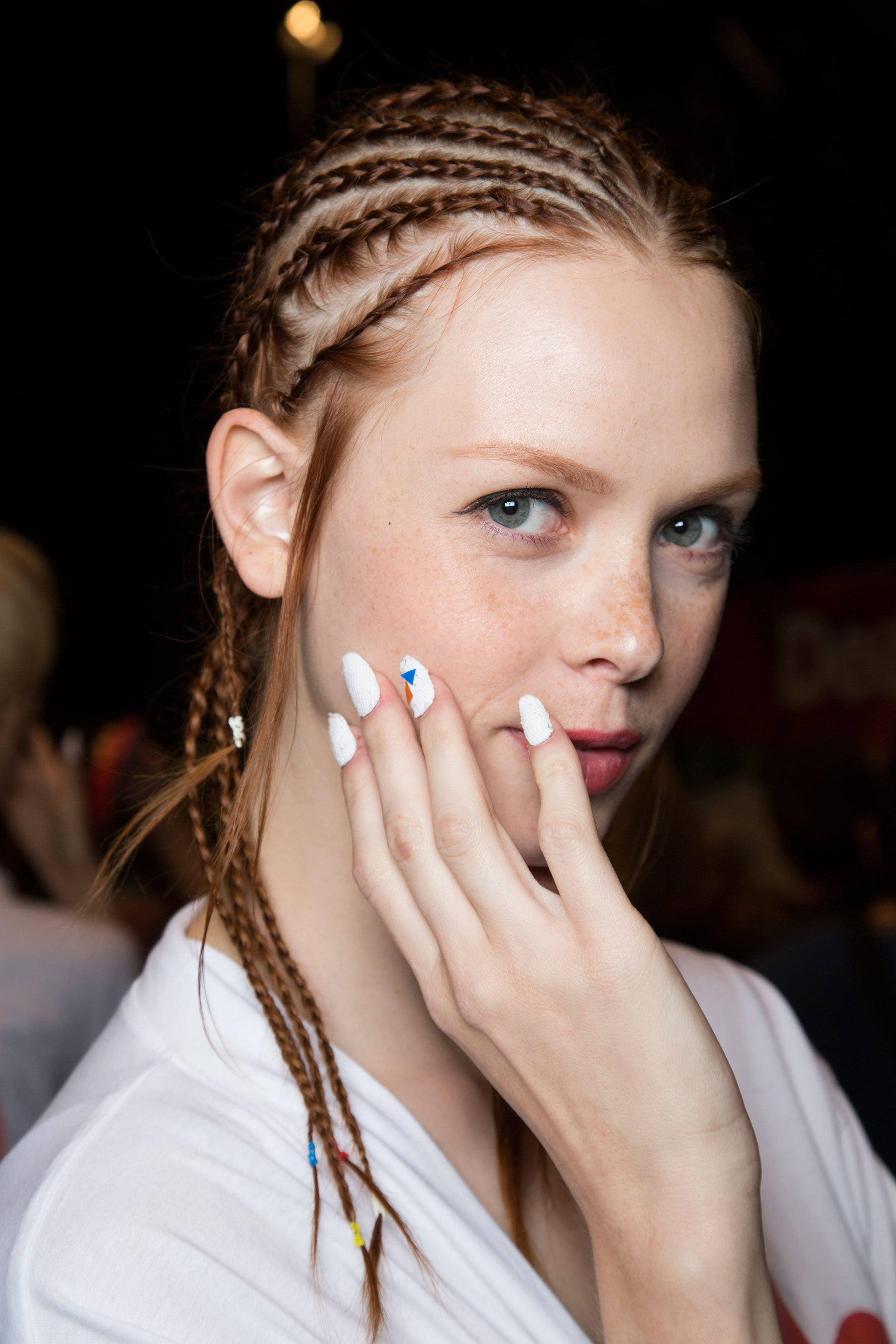 Desigual-beauty-backstage-spring-2016-fashion-show-the-impression-18