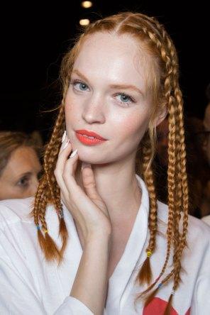 Desigual-beauty-backstage-spring-2016-fashion-show-the-impression-26