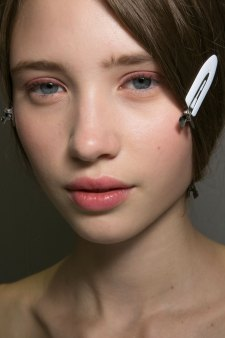 Dior-backstage-beauty-spring-2016-fashion-show-the-impression-013