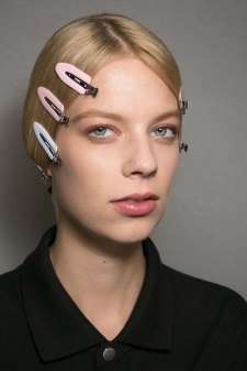Dior-backstage-beauty-spring-2016-fashion-show-the-impression-020