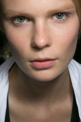 Dior-backstage-beauty-spring-2016-fashion-show-the-impression-028