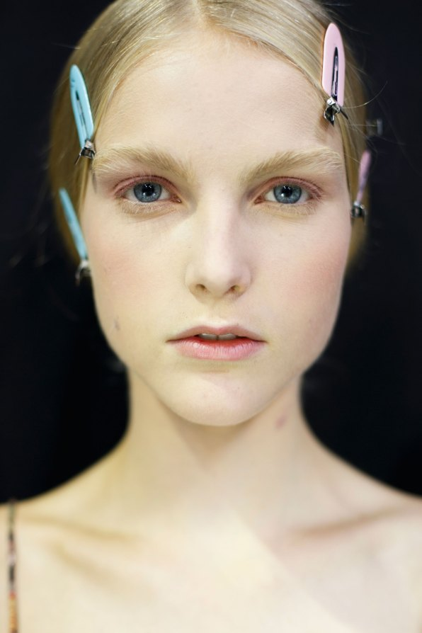 Dior-backstage-beauty-spring-2016-fashion-show-the-impression-048