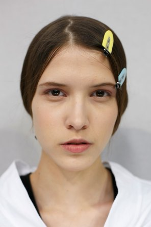 Dior-backstage-beauty-spring-2016-fashion-show-the-impression-075