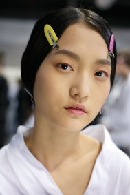 Dior-backstage-beauty-spring-2016-fashion-show-the-impression-083