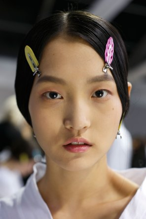 Dior-backstage-beauty-spring-2016-fashion-show-the-impression-085