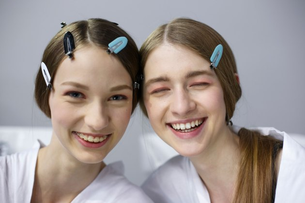Dior-backstage-beauty-spring-2016-fashion-show-the-impression-097