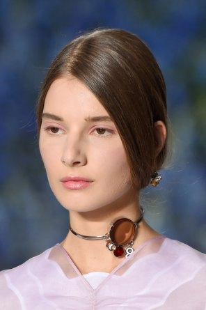 Dior-runway-beauty-spring-2016-fashion-show-the-impression-030