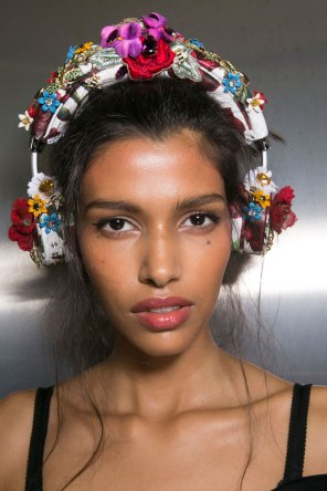 Dolce-and-Gabanna-backstage-beauty-spring-2016-fashion-show-the-impression-024
