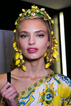 Dolce-and-Gabanna-backstage-beauty-spring-2016-fashion-show-the-impression-049
