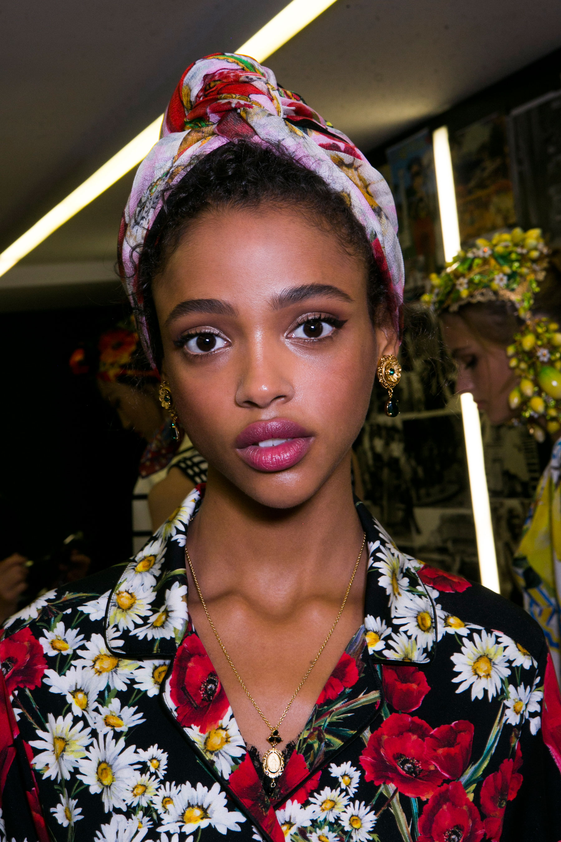 Dolce-and-Gabanna-backstage-beauty-spring-2016-fashion-show-the-impression-051