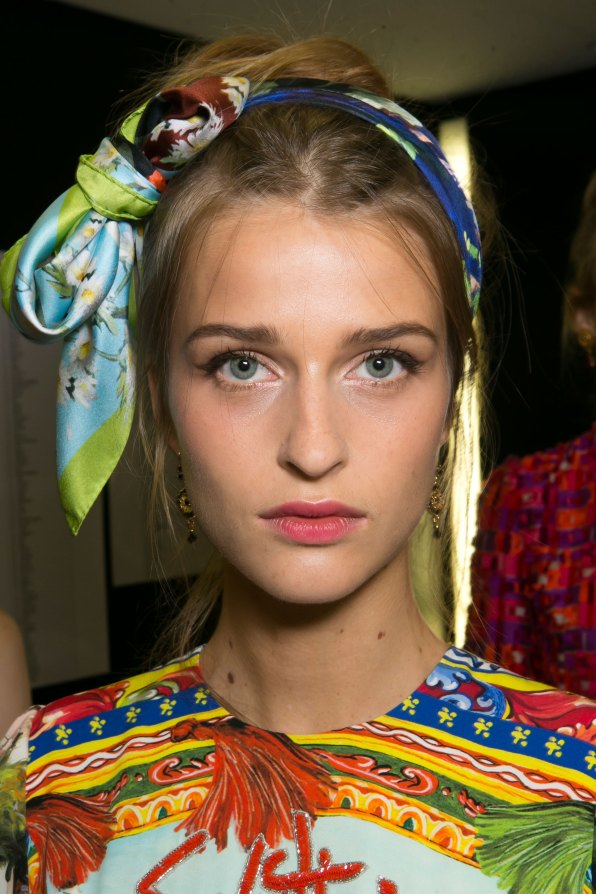 Dolce-and-Gabanna-backstage-beauty-spring-2016-fashion-show-the-impression-058
