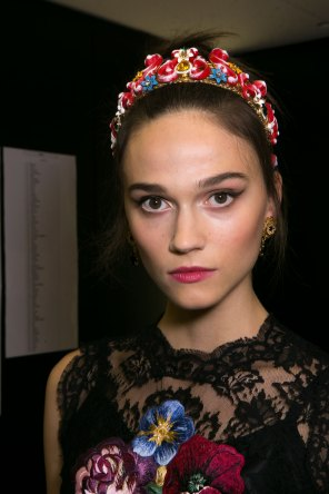 Dolce-and-Gabanna-backstage-beauty-spring-2016-fashion-show-the-impression-059