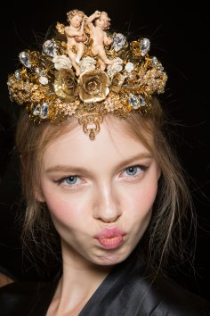Dolce-and-Gabanna-backstage-beauty-spring-2016-fashion-show-the-impression-091