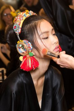Dolce-and-Gabanna-backstage-beauty-spring-2016-fashion-show-the-impression-098