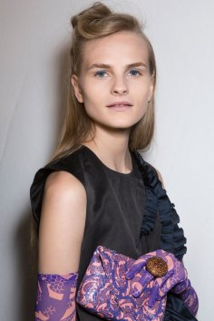 Dries-van-Noten-spring-2016-beauty-fashion-show-the-impression-17