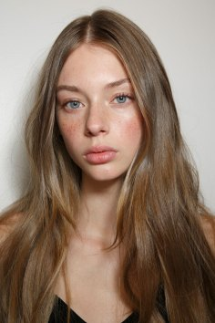 Emanuel-Ungaro-backstage-beauty-spring-2016-fashion-show-the-impression-022