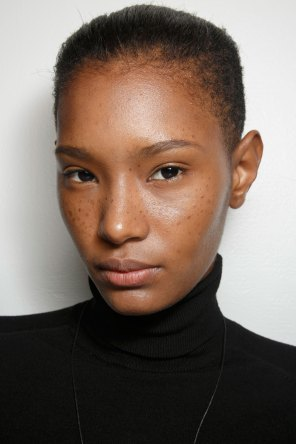 Emanuel-Ungaro-backstage-beauty-spring-2016-fashion-show-the-impression-025