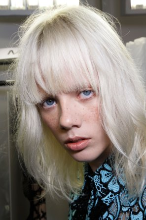 Emanuel-Ungaro-backstage-beauty-spring-2016-fashion-show-the-impression-040