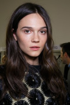 Emanuel-Ungaro-backstage-beauty-spring-2016-fashion-show-the-impression-042