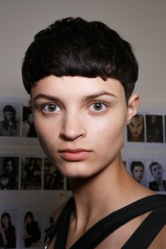 Emanuel-Ungaro-backstage-beauty-spring-2016-fashion-show-the-impression-048