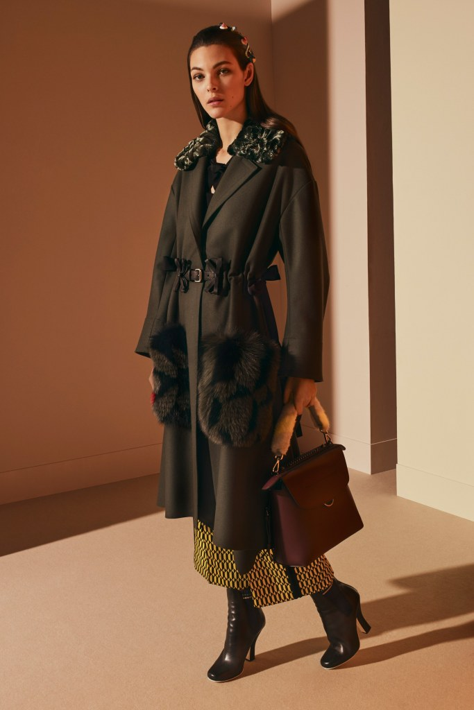 fendi-pre-fall-2017-fashion-show-the-impression-27