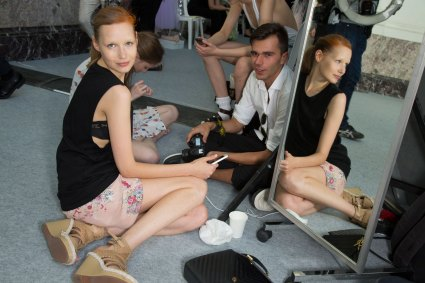 GIAMBATTISTA-VALLI-backstage-fall-2015-couture-the-impression-001