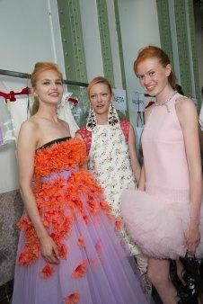GIAMBATTISTA-VALLI-backstage-fall-2015-couture-the-impression-035
