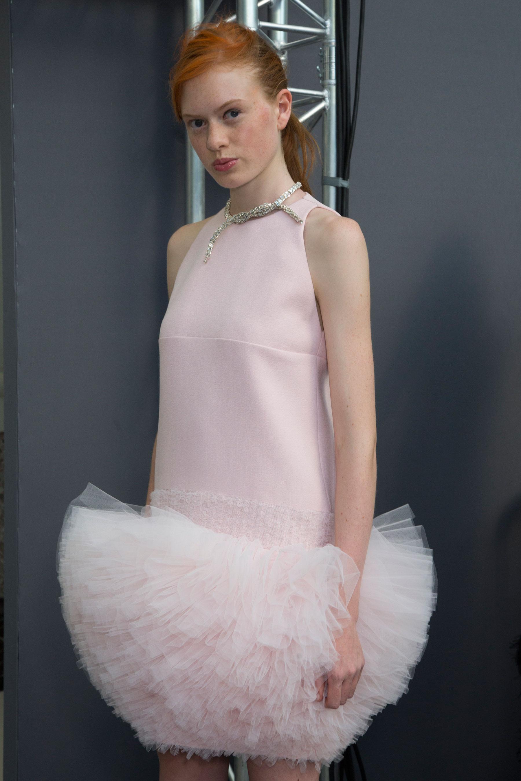 GIAMBATTISTA-VALLI-backstage-fall-2015-couture-the-impression-055