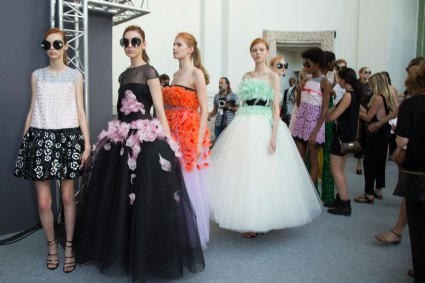 GIAMBATTISTA-VALLI-backstage-fall-2015-couture-the-impression-067
