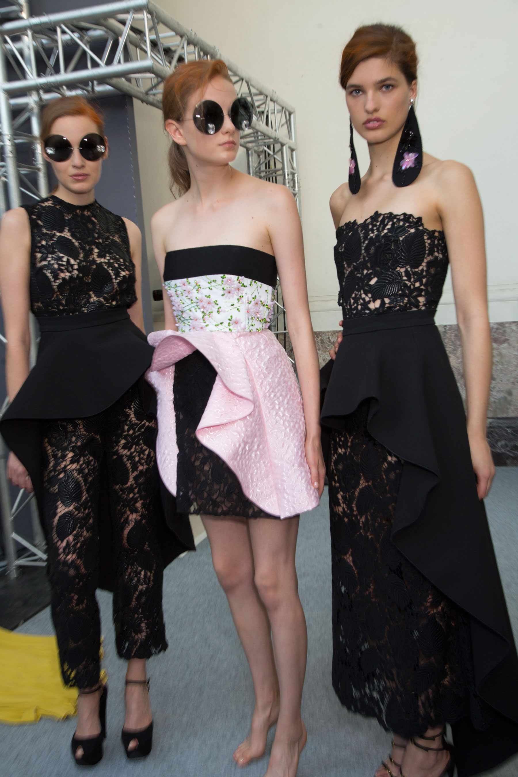 GIAMBATTISTA-VALLI-backstage-fall-2015-couture-the-impression-076