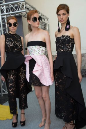GIAMBATTISTA-VALLI-backstage-fall-2015-couture-the-impression-076