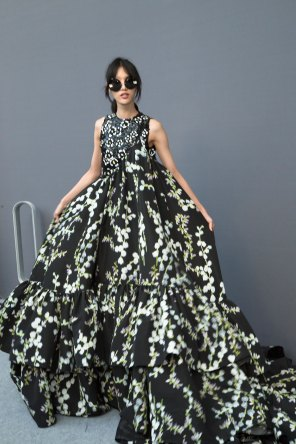 GIAMBATTISTA-VALLI-backstage-fall-2015-couture-the-impression-087