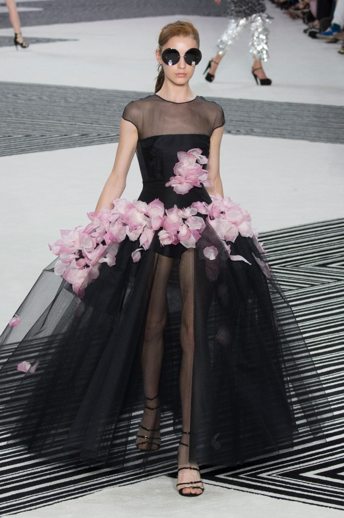 GIAMBATTISTA-VALLI-fall-2015-couture-the-impression-020