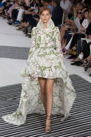 GIAMBATTISTA-VALLI-fall-2015-couture-the-impression-0441-681x1024