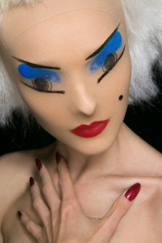 Gareth-Pugh-beauty-spring-2016-fashion-show-the-impression-074